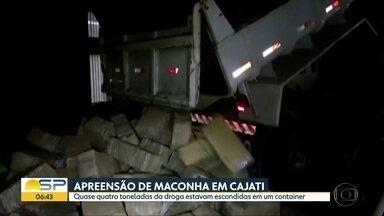 Quase 4 toneladas de maconha foram apreendidas em Cajati, no sul de São Paulo - A droga estava escondida dentro de um contâiner com partes congeladas de frango. O motorista foi preso em flagrante.