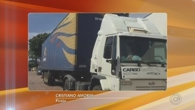 Criminosos rendem caminhoneiro e roubam mais de 800 pneus em Piraju - A Polícia Civil procura pelos criminosos que roubaram uma carga com cerca de 800 pneus que estava em um caminhão, na noite de segunda-feira (20), na rodovia Raposo Tavares (SP-270), em Piraju (SP).