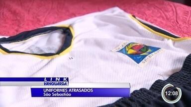 Alunos das escolas municipais de São Sebastião ainda estão sem uniforme - Pais reclamam que a prefeitura prometeu, mas não entregou.