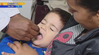 Vacinação contra o sarampo e pólio continua nos postos de saúde - Vacinação contra o sarampo e pólio continua nos postos de saúde