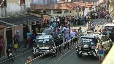 Três policiais foram assassinados em Fortaleza - Eles estavam em um bar, quando quatro homens passaram num carro atirando.