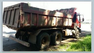 Após mortes, Associação pede obrigatoriedade de equipamento de segurança em caçambas - Nesta semana, um adolescente de 13 anos morreu em São Mateus do Sul atingido pela tampa de um caminhão que se soltou.