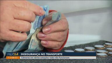 Passageiros e cobradores relatam rotina de assaltos em estações-tubo - Muitas estações-tubo não têm câmeras de segurança.