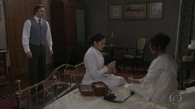 Amélia tem um desmaio - Mariko diz que tem uma suspeita e pede que Jorge compre ervas para uma infusão