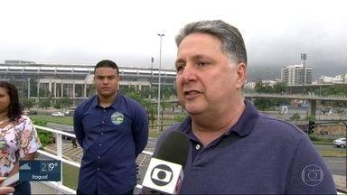 Garotinho faz campanha no Metrô do Maracanã - Anthony Garotinho, do PRP, foi na manhã desta segunda-feira (27) ao Metrô do Maracanã.