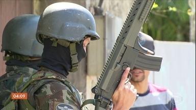 Militares descobrem píer no Rio de Janeiro que fazia embarque e desembarque de drogas - O Exército fez mais uma operação em diferentes pontos do RJ para tentar combater a violência e o tráfico de drogas.