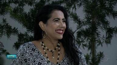 Cantora Irina Costa faz show no Sesc Poço nesta quinta-feira - Show é inspirado no programa Globo de Ouro, com insterpretações de sucessos dos anos 80 e 90.