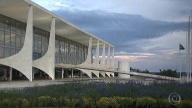 Governo desiste de adiar o aumento do funcionalismo para 2020 - A economia prevista com o adiamento seria de quase R$ 7 bilhões.