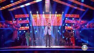Gaúcho Léo Pain avança para a próxima fase do The Voice Brasil - Músico cantou sucesso da dupla Bruno e Marrone.