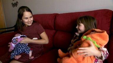 Duas meninas, uma história: Maria Clara nasceu para salvar a vida da irmã - A irmã mais nova foi o embrião compatível para o transplante de medula poder ser feito na Maria Vitória, que tinha uma grave doença.