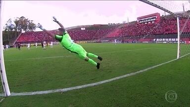 Com belo gol de fora da área, Vitória vence o América-MG no Barradão - Com belo gol de fora da área, Vitória vence o América-MG no Barradão.