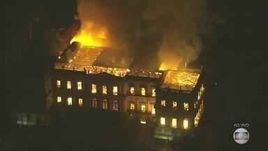 Incêndio atinge o Museu Nacional no Rio de Janeiro - Ainda não há informações sobre feridos ou sobre as causas do fogo, que começou após o fechamento do museu a visitantes.