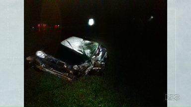 Acidente com três carros deixa duas pessoas feridas na BR-373 em Imbituva - O motorista que provocou o acidente fugiu sem prestar socorro.