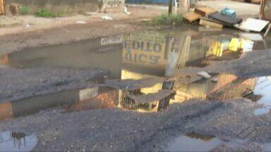 Moradores do bairro do Una interdita a rodovia Transcoqueiro, em Belém - Eles cobram obras de melhoria na via que está repleta de buracos