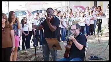 Semana da Pátria é comemorada em Araxá com diversas atividades - Ato cívico com hasteamento de bandeira foi realizado na Praça da Fundação Cultural Calmon Barreto.