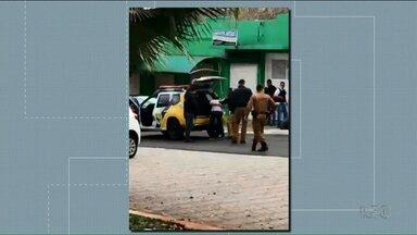 Sete pessoas são rendidas durante tentativa de assalto a banco em Porecatu - A polícia prendeu dois homens e está à procura do terceiro suspeito.
