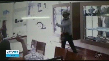 Suspeitos de assalto a joalheria são presos em Poços de Caldas, MG - Suspeitos de assalto a joalheria são presos em Poços de Caldas, MG