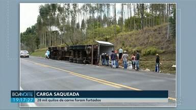 Moradores saquearam 28 toneladas de carne em Wenceslau Braz - Polícia Civil investiga o caso.