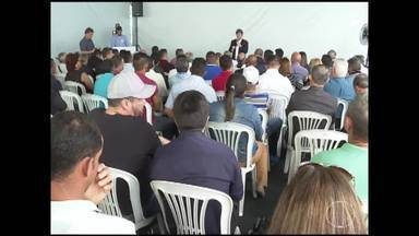 Candidato Antônio Anastasia (PSDB) cumpre compromissos de campanha em BH - Ele se reuniu com representantes de comunidades terapêuticas.