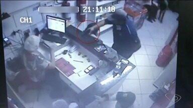 Vídeo mostra pizzaria sendo assaltada em Aracruz, ES - Até o momento, ninguém foi localizado.