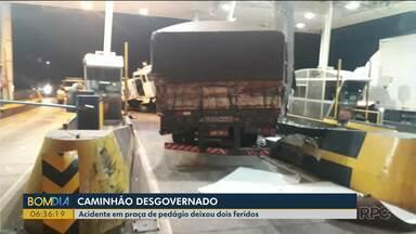 Acidente em praça de pedágio deixa dois feridos - Um caminhão desgovernado destruiu parte da estrutura.