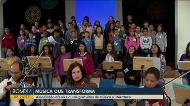 Crianças e jovens de associação fazem show no Teatro Guaíra - Eles vão cantar sucessos do rock mundial.