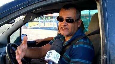 Caminhões de descarga de loja obstruem rua em Juazeiro do Norte - Saiba mais em g1.com.br/ce