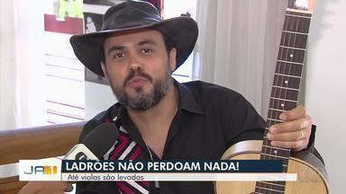 Criminosos invadem estúdio de Almir Pessoa e furtam instrumentos valiosos, em Goiânia - Ladrões fizeram o limpa no local.