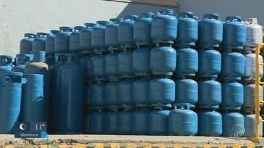 Cidades da região tiveram queda de até 30% no recebimento de gás - Após explosão na Replan, botijões têm sido disponibilizados por outras fornecedoras.