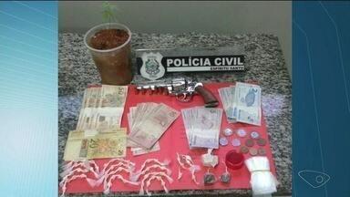 Sete pessoas suspeitas de tráfico de drogas são presas em Village da Luz, em Cachoeiro - Eles também são suspeitos de participarem de homicídios.