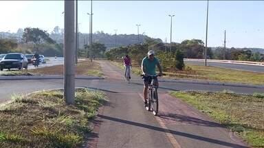 Senado aprova projeto para estimular uso de bicicletas - Agora 15% do que é arrecadado com multas tem que ir para a construção de ciclovias.