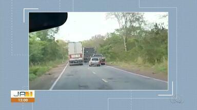 Motorista é flagrado fazendo ultrapassagem indevida em rodovia - Motorista é flagrado fazendo ultrapassagem indevida em rodovia