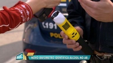 Bafômetro que identifica álcool no ar vai ser usado pela PRF no feriadão - Um bafômetro que identifica a presença de álcool sem que o motorista precise soprar.
