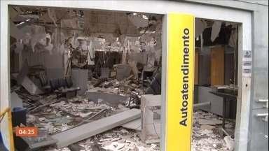Bandidos tentam roubar banco em São Luís Gonzaga (MA) - Para evitar a chegada da polícia, eles atacaram uma base da PM que fica perto da agência.