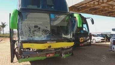 Acidentes graves na região de Itapetininga deixam três mortes - Três mortes, em três acidentes graves na primeira noite de feriado prolongado nas estradas da região. As vítimas são um motorista e dois motociclistas. E ainda outras pessoas ficaram feridas.