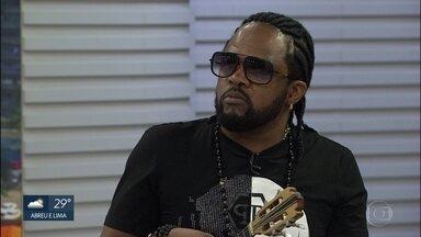Xande de Pilares fala sobre carreira - Ex-vocalista do grupo Revelação faz show no Recife.