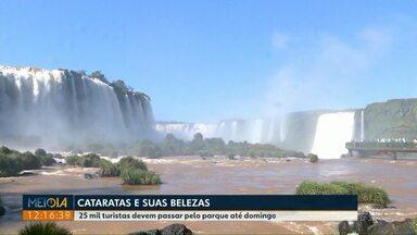 Turistas aproveitam o feriado nas Cataratas do Iguaçu - Muita gente aproveitou a manhã no Parque Nacional