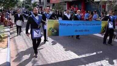 População do Crato também conferiu o desfile da Independência - Milhares de pessoas viram o desfile.