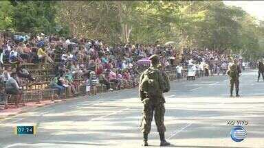 População aguarda ansiosa desfile do Exército Brasileiro - População aguarda ansiosa desfile do Exército Brasileiro