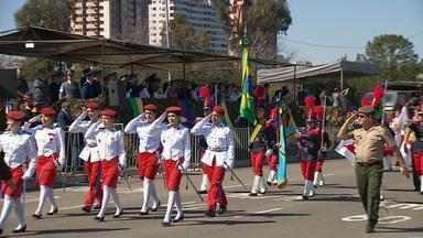 Milhares de pessoas acompanharem o desfile do 7 de setembro nesta sexta-feira (07) - Veja como foram os desfiles pelo estado do RS.