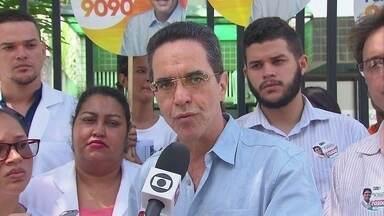 Mauricio Rands, do Pros, se encontra com profissionais de saúde no Recife - Candidato ao governo estadual cumpriu agenda de campanha no bairro da Madalena.