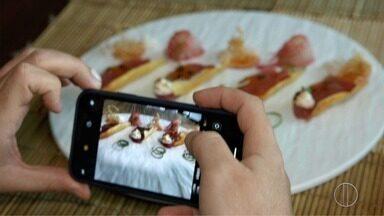 'Sabores e Bastidores' apresenta dicas para tirar boas fotos de pratos de comida - Assista a seguir.
