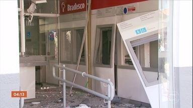 Criminosos armados invadem Careaçu (MG) e usam explosivos para assaltar banco - bandidos armados invadiram uma pequena cidade do sul de Minas Gerais e assaltaram um banco. Eles usaram explosivos e roubaram o dinheiro dos caixas eletrônicos.
