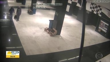 Reféns contam detalhes de assalto à Arena Corinthians - Três ladrões levaram R$165 mil. Criminosos fizeram 28 reféns.