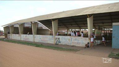 Estudantes denunciam situação precária de ginásio de esportes em Codó - Local é sujo e as fiações elétricas expostas são um risco para os estudantes.