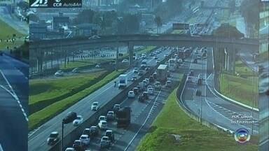 Confira o movimento das rodovias Anhanguera e Bandeirantes nesta segunda-feira - Milhares de veículos passam pelas rodovias Anhanguera e Bandeirantes na volta deste feriado.