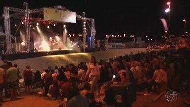 Arnaldo Antunes faz show no Festival Literário de Votuporanga - Arnaldo Antunes se apresentou no Festival Literário de Votuporanga (SP), neste domingo (9). O Fliv começou na sexta-feira (7) e vai até o próximo domingo (16). Todas as atividades são gratuitas.