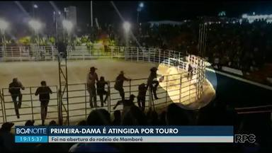 Touro escapa e atinge primeira-dama de Mamborê em abertura de rodeio - Primeira dama foi levada para o hospital, mas não se feriu gravemente.