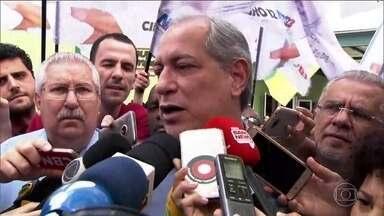 Ciro Gomes faz campanha na região metropolitana de São Paulo nesta terça-feira (11) - O candidato do PDT esteve em Taboão da Serra nesta terça-feira (11) fazendo campanha política.