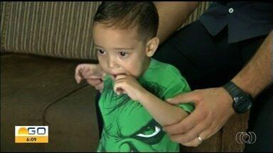 Pais pedem ajuda para filho de 2 anos passar por transplante - Família mora em Anápolis e precisa ir para São Paulo.